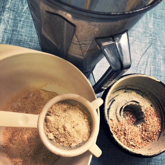 grinding mesquite into flour in vitamix